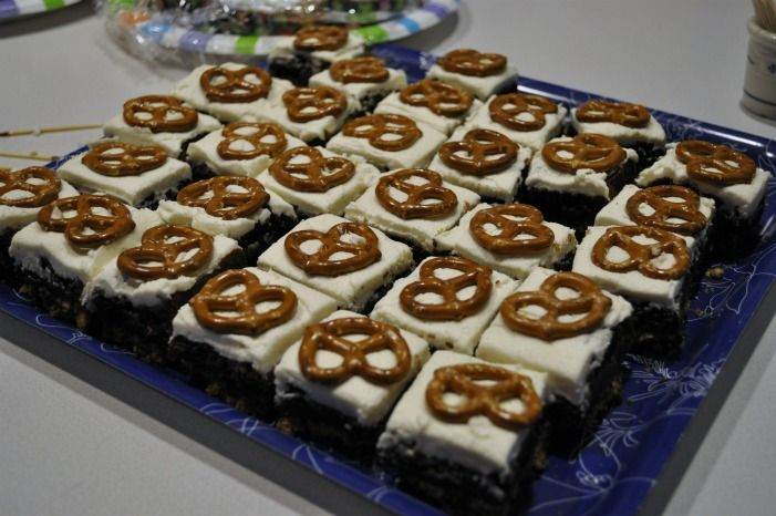 The Avid Appetite - The Avid Appetite - Pretzel Crusted Brownies with Fluffy ButtercreamFrosting