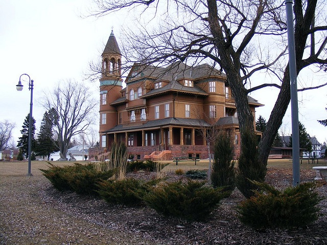 Fairlawn Mansion In Superior Wisconsin Superior Wi Mansions Victorian Homes House Styles
