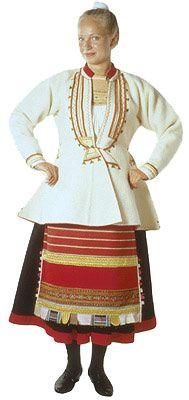 Kivennavan naisen äyrämöispuku © Suomen kansallispukuneuvosto, Ulla Paakkunainen 1999