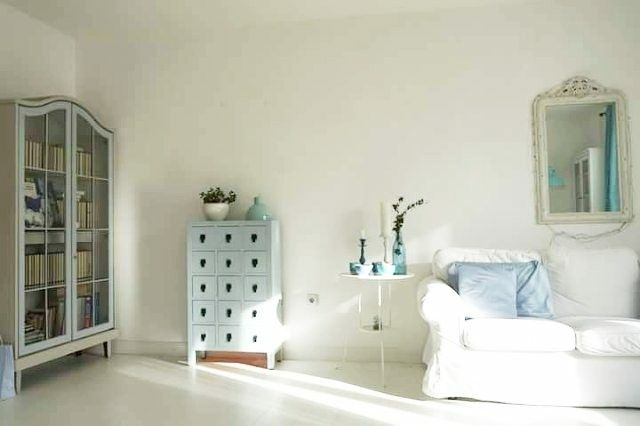 Nordic decor.Scandinavian decor.White and blue living room.White and blue decor.French style.Mixed styles.