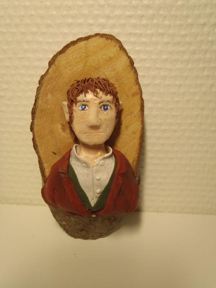 Frodo i Fimo, montert på tre.