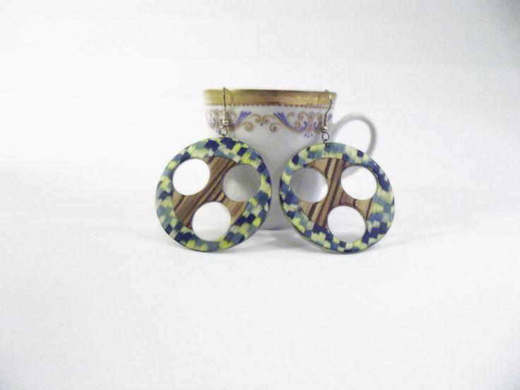 #Earrings clear #wood with details yellow blue on @DaWanda.com #inlaytechique  http://it.dawanda.com/product/67136003-Orecchini-legno-scuro-con-dettagli-giallo-blu