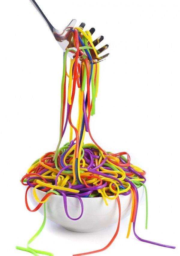 @jazmineleyva        Cook spaghetti then fill ziplock 1/4 with water add food coloring. Add spaghetti... Coolest idea ever!!!