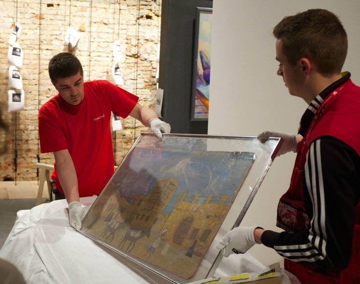 Trasporto di opere d'arte per la Biennale di Venezia http://tosettoallestimenti.com/fine-art-transport-installazioni/