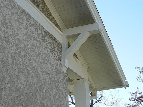 Craftsman Roof Brackets photo by HistoricOmaha.net from Flickr at Lurvely
