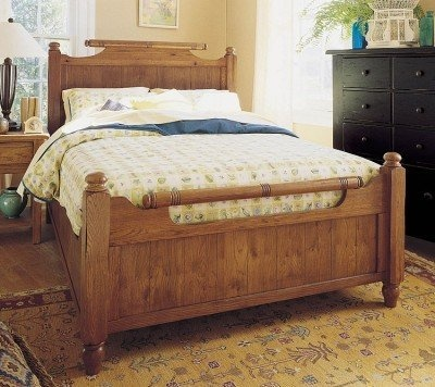 Broyhill Attic Heirlooms Feather Bed In Natural Oak Stain