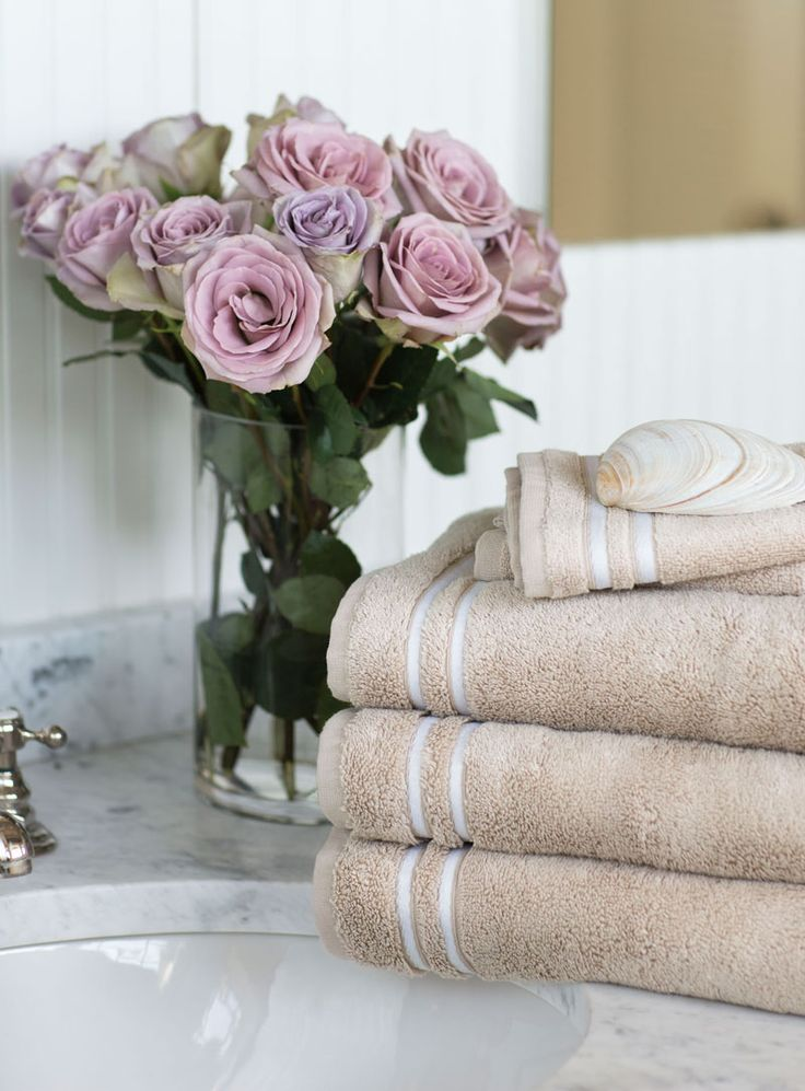 The Lexington Superior Towels embodies luxury, quality and performance. Weighing in at 690 grams, our exceptional towels are light and soft, yet also thick and plush. Made from naturally soft and extremely thin fibers, the high number of fiber loops and the tiny air pockets in between the filaments results in a superior, highly absorbent towel. All of these elements combined with our classic Lexington design create a towel worthy of the most discerning customer.