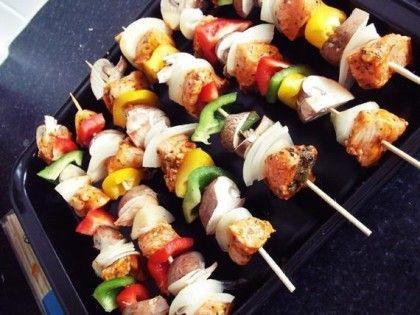 Kebabs de peito de frango