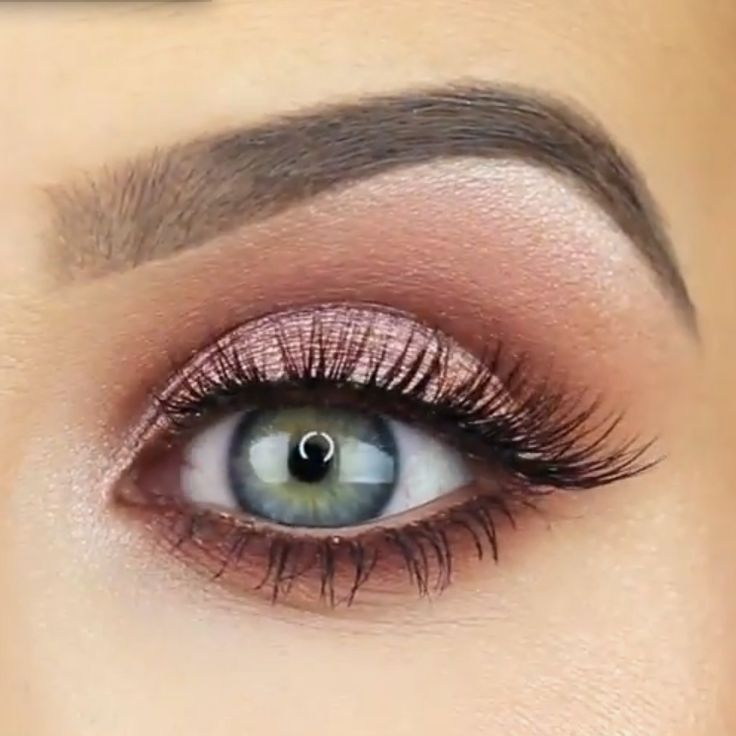 Lovely look by Jaclyn Hill using Makeup Geek's Grandstand foiled eyeshadow on the lid.