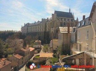 Vue imprenable sur la vallée du Thouet et du châteaude Thouars à partir d'une maison de ville de 1885, au cœur du centre historique .  #maisonDeuxSevres #maisonThouars  http://www.partenaire-europeen.fr/Annonces-Immobilieres/France/Poitou-Charentes/Deux-Sevres/Vente-Maison-Villa-F5-THOUARS-1014215