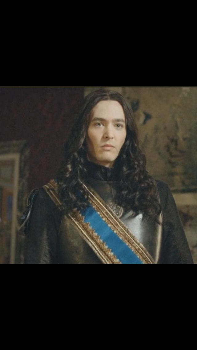 Alexander Vlahos as Philippe, duc d'Orleans in the new #canalplus series #versailles