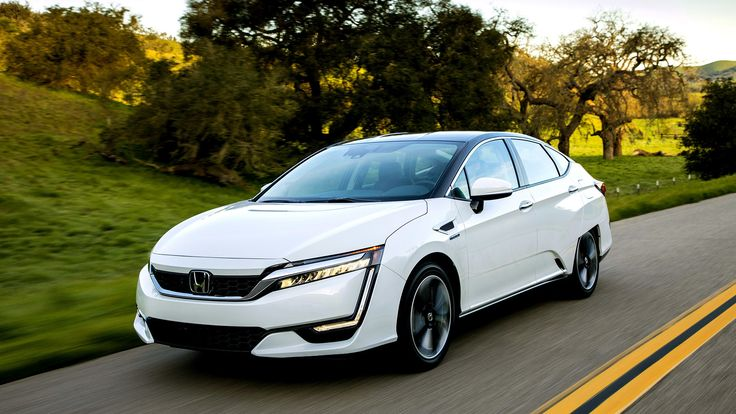 Honda has finally brought its 2017 Clarity hydrogen fuel cell car to market, trailing the Toyota Mirais and the Hyundai Tucson. This fun-to-drive sedan was well worth the wait.s