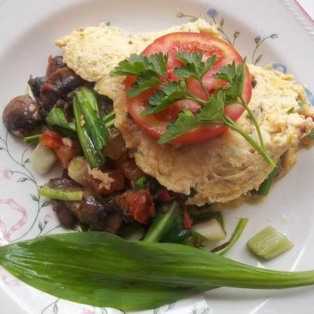 Egy finom Gombás-medvehagymás omlett ebédre vagy vacsorára? Gombás-medvehagymás omlett Receptek a Mindmegette.hu Recept gyűjteményében!