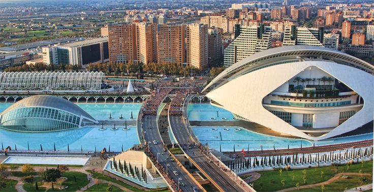 Valencia Divina Pastora Marathon is held annually in the historic city of Valencia which, with its entirely flat circuit and perfect November temperature, averaging between 12-17 degrees, represents the ideal setting for hosting such long-distance sporting challenge.