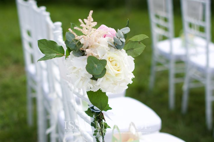 Aranjament floral hortensia alba si bujori cununie civila