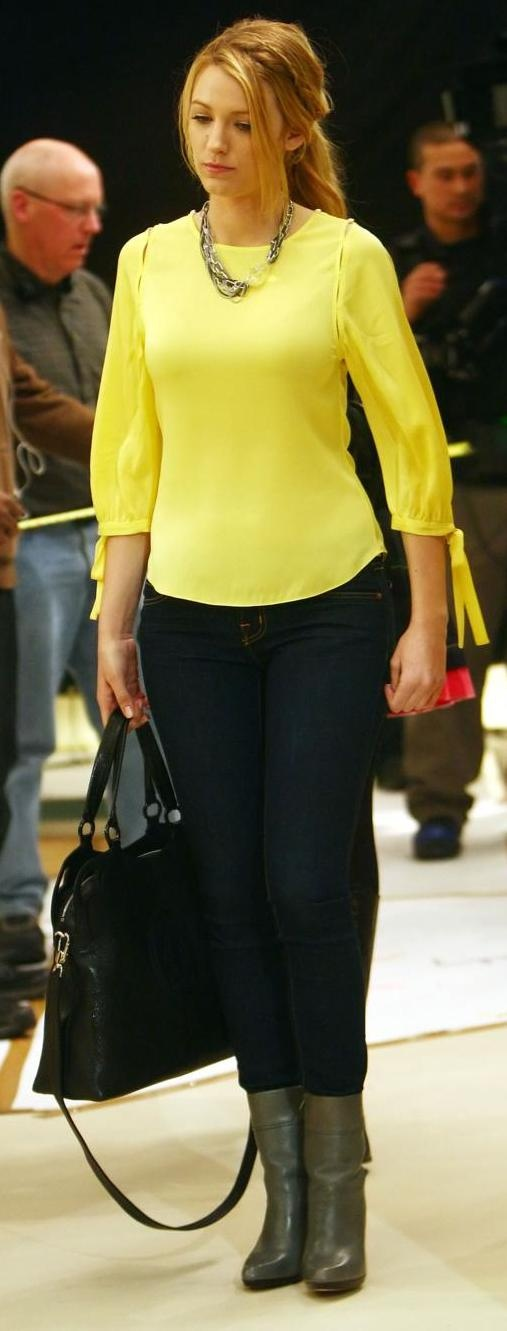 black satchel or kate spade bag, yellow tee, statement necklace, skinny jeans, gray boots
