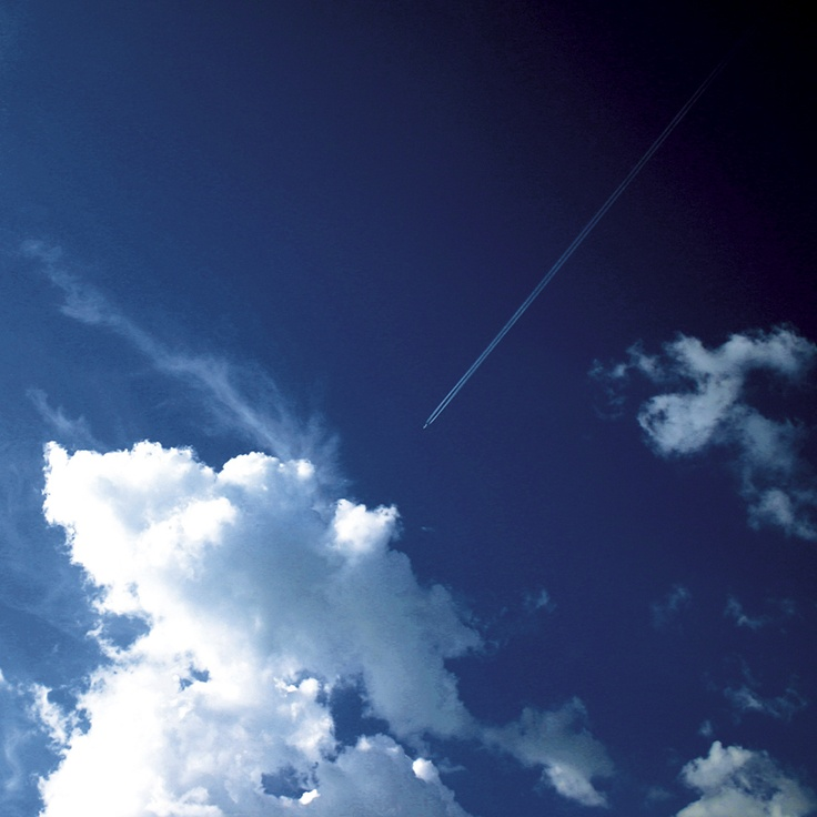 sky, blue, clouds, plane, lines | ©West Kast Pictures