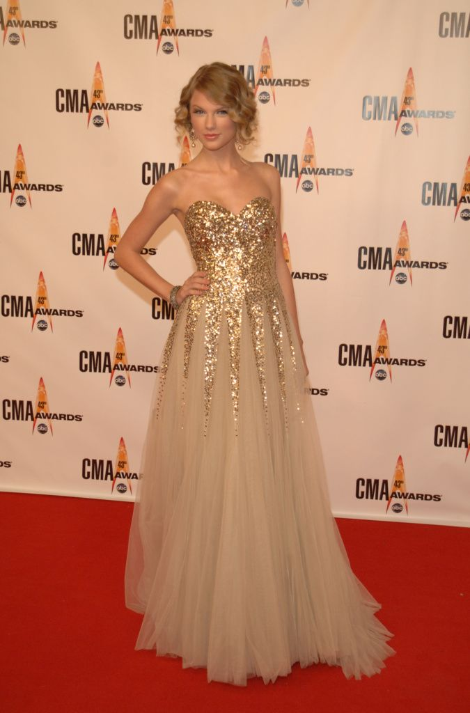 gold sparkle gown + Taylor Swift