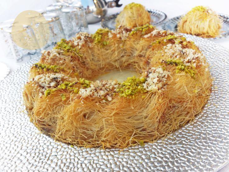 Qtaief-Qadaif Les Qtaief sont une pâtisserie algérienne et orientale à base de cheveux d'anges de miel et de fruits secs. Se déguste le plus souvent pendant le ramadan.