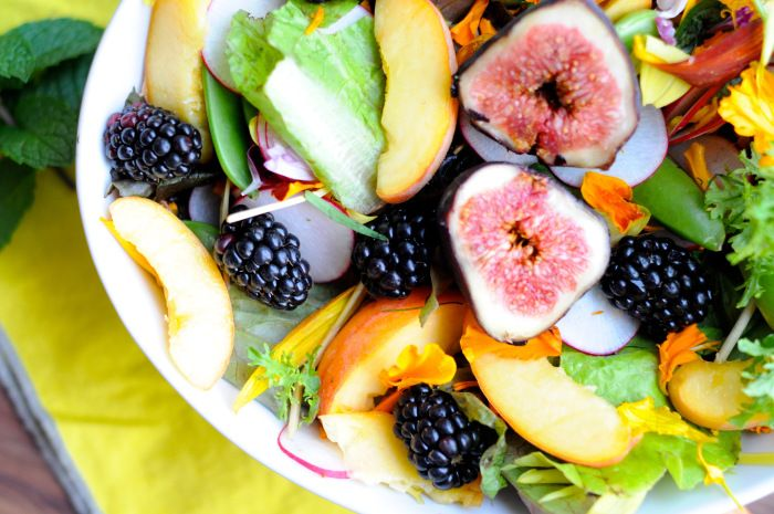 fresh flowers, mixed greens, figs, peaches, blackberries, snap peas and radishes - super salad! recipe for the honey fennel dressing up on lesswithbread.me :)