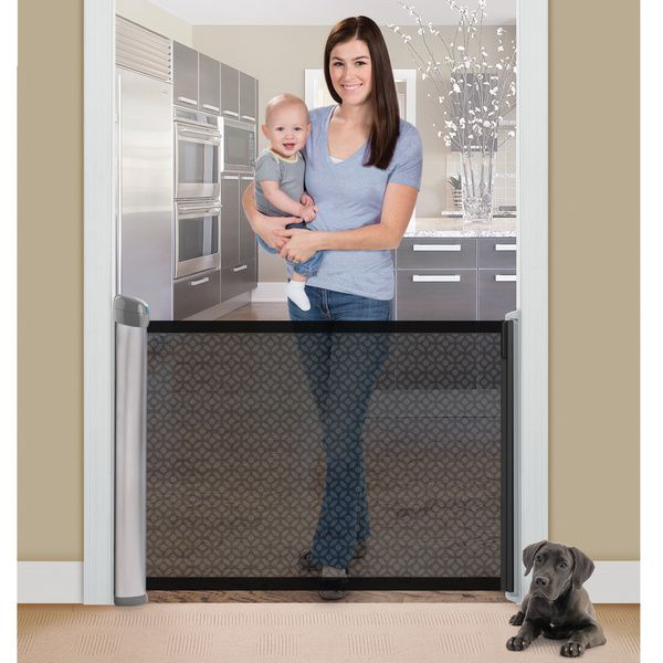 Enjoy the full walk-through space of your entrances with Summer Infant?s fully Retractable Gate as it provides an innovative alternative to traditional hardware mounted gates without the hassle of alw