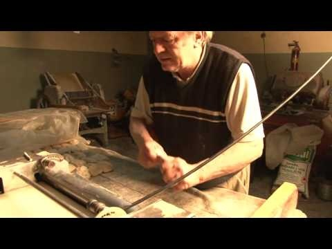 Beautiful video showing Carlos, el panadero -- think from Argentina based on his accent.  Even if you don't understand Spanish, bread preparation and baking is a universal language.  Watch...you'll love!