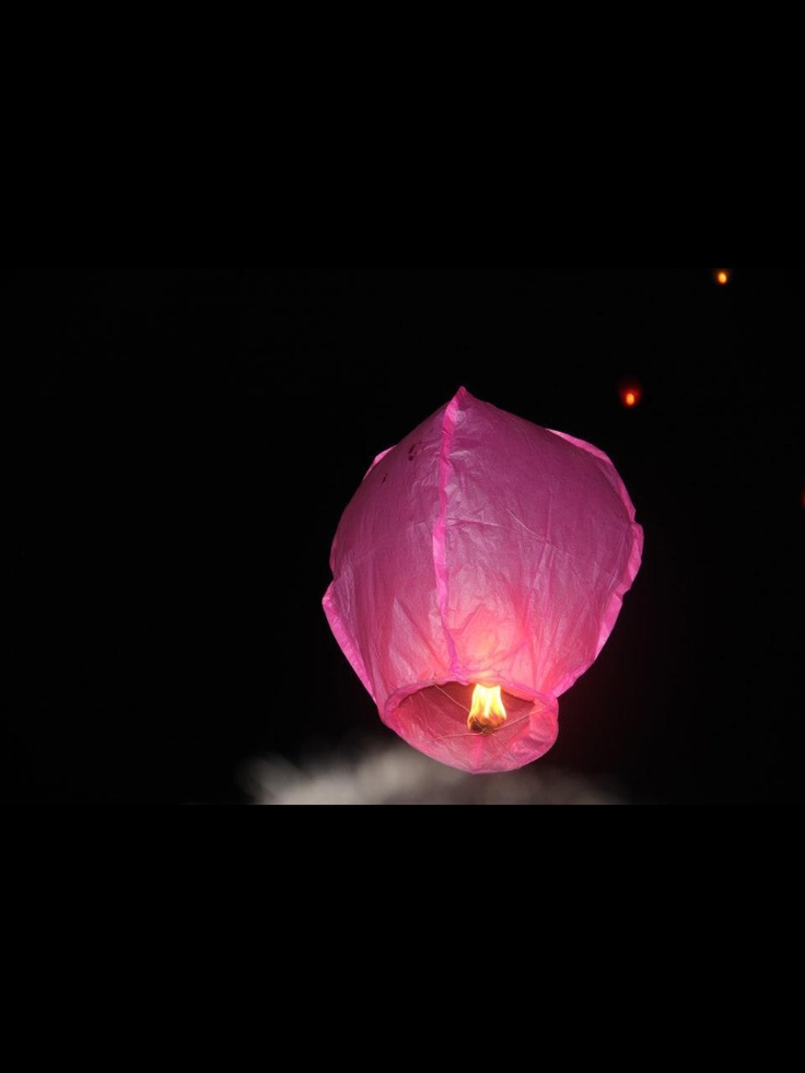 Make a wish while the lantern released to the sky