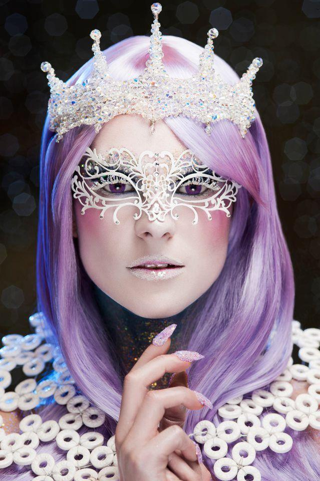 Prachtig paars haar met witte accenten