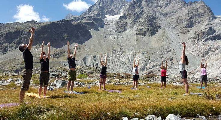 Yoga trekking Tour du Chambeyron Huttentocht  Tijdens deze meerdaagse huttentocht beoefen je dagelijks yoga in de bergen. Je maakt een zevendaagse wandeltocht van hut naar hut onder leiding van International Mountain Leader (IML) Anne van Galen in het grensgebied met Frankrijk en Italië. De hoogste berg van het gebied staat precies op de grens van Italië en Frankrijk de Aguille de Chambeyron (3411 m). Deze markante berg is het middelpunt van onze trektocht deze week. Je beoefent Yin Yang…