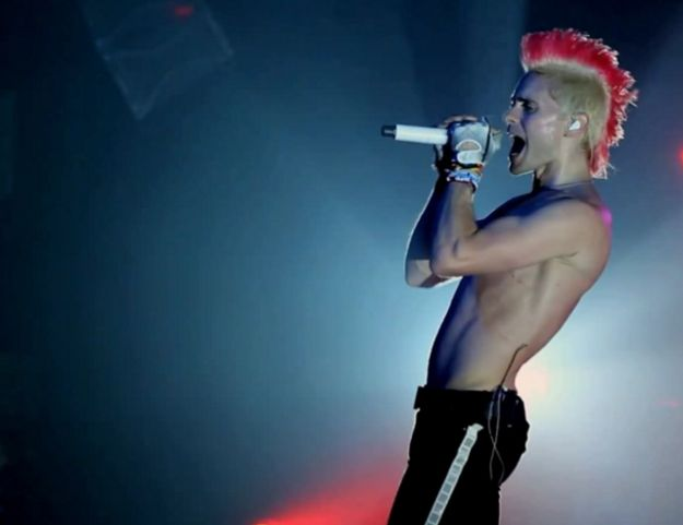When he was still ridiculously sexy with a pink mohawk. | 29 Photos Of Jared Leto That Will Make You Pregnant