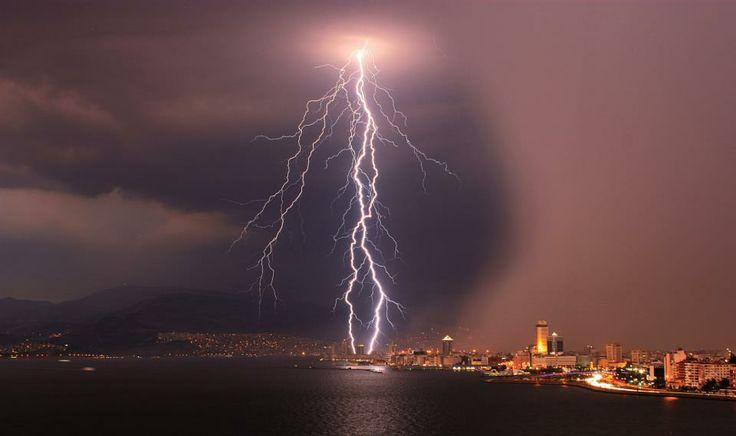 Lightning on İzmir