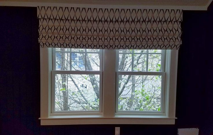 Roller mechanism Horizon Roman shades. Beautiful off white linen and nautical blue to go in this nautical blue kids room.  Designer: Innuwindow  #Roman #Romanshade #fabric #soft #nautical #cherryblossoms #view #shade #roller #blind #valence #shutter #horizon