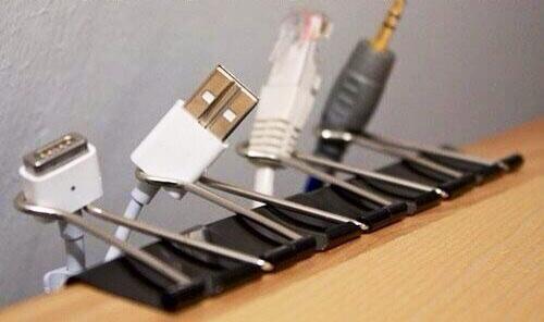 Para ordenar tus cables en el escritorio
