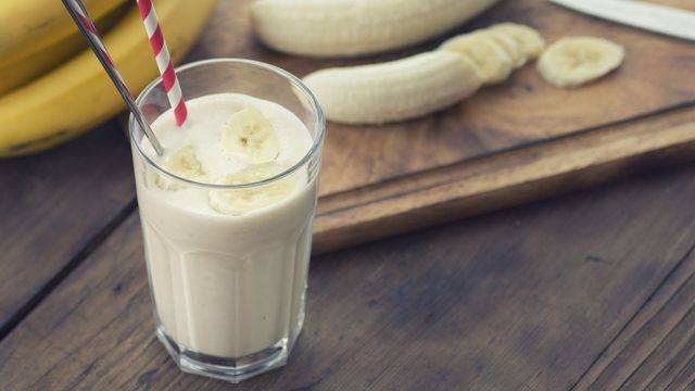 Smoothie banane-flocons d'avoine.
