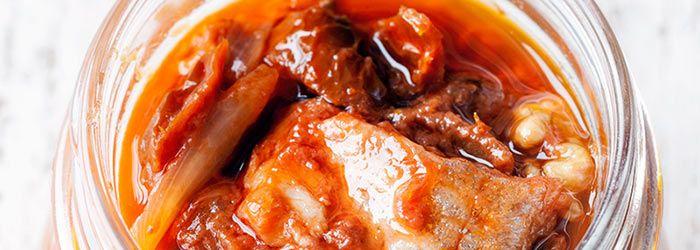 sledzie z suszonymi pomidorami i orzechami wloskimi
