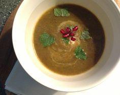 Recept voor dikke groentesoep met ui, champignons, aubergine, courgette, paprika en ras el hanout.