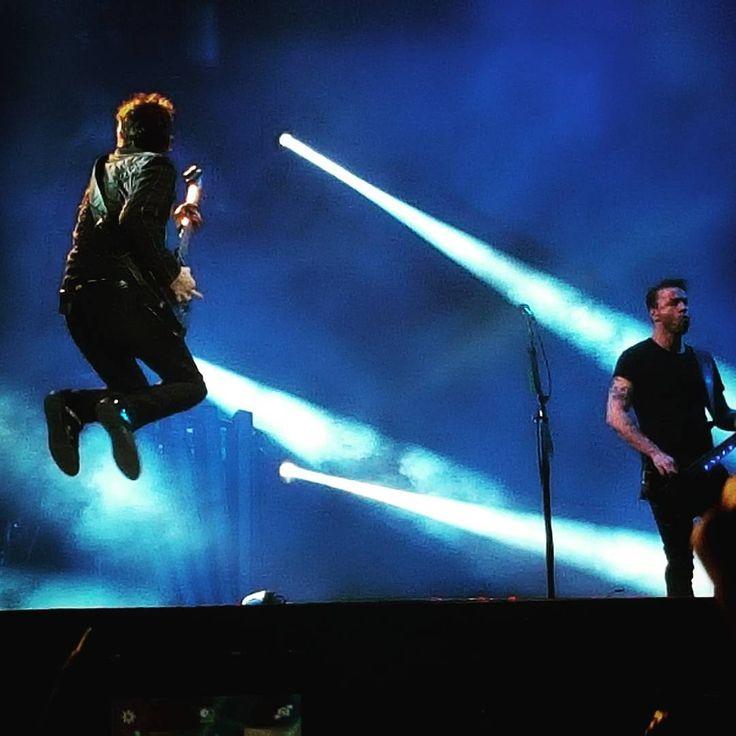 MUUUUSE ❤❤❤ #muse #Mainsquare2015 #mainsquare #MSF2015 #MSF #Muser #festival #Arras #citadelle #jump #rocknroll #instamusic #music #concert #show #live #love #mattbellamy #chriswolstenholme