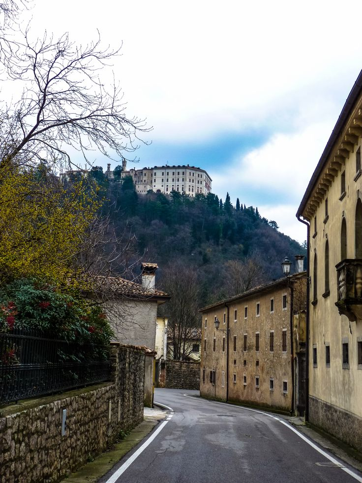 A beautiful #snapshot of #CastelBrando from the valley. #GoodMorning to all of our followers! #castle #veneto #proseccohills #journey