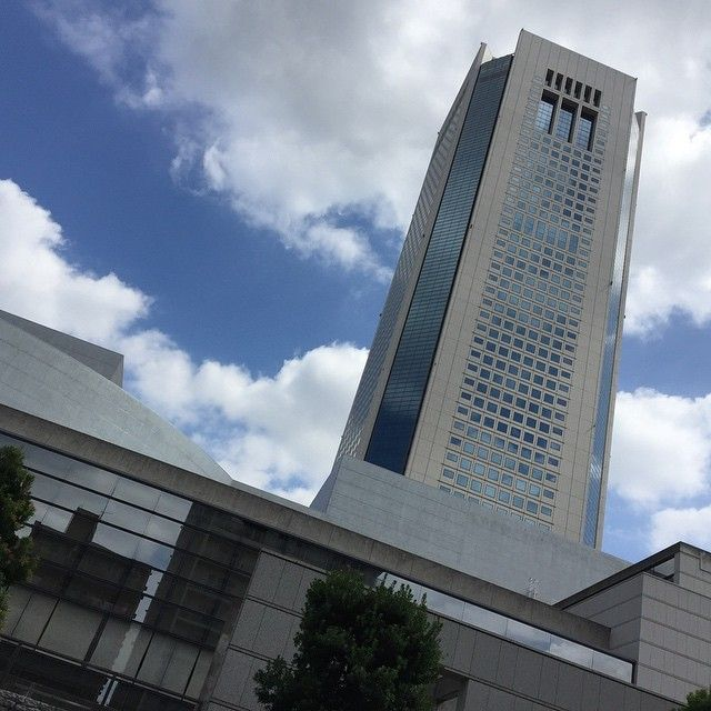 Opera City Shinjuku,Tokyo. Finally a day with decent weather! --- #japan #travel #explore #adventure #sunny #weather #operacity #tokyo #shinjuku #skyscraper #tower #beautiful #architecture #engineering #instagood #instagram #instatravel #pic #picoftheday #Saturday #weekend #photo #sonyalpha #amazing