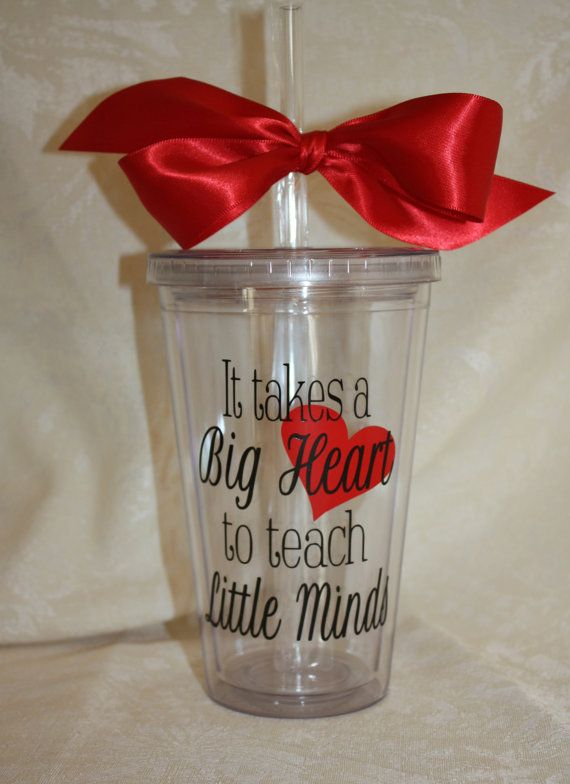 Show your appreciation to your favorite teacher with this 16 ounce clear acrylic tumbler. It takes a Big Heart to teach Little minds. Black vinyl