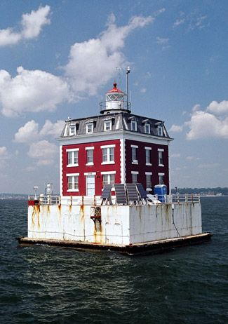 New London Ledge Lighthouse, Connecticut at Lighthousefriends.com