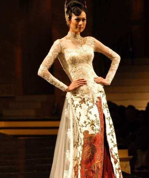 this is pretty cool.....Anne Avantie - Wedding Kebaya