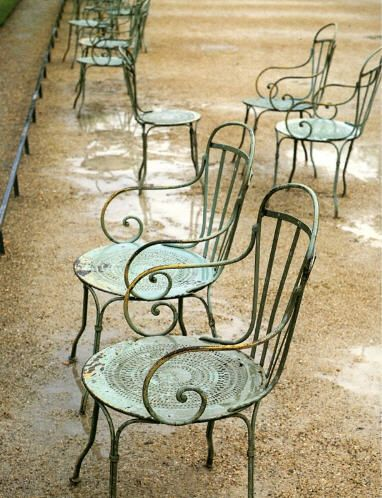 wow these are the most awesome french garden chairs, the seats and the scrolly arms. Would love to have these