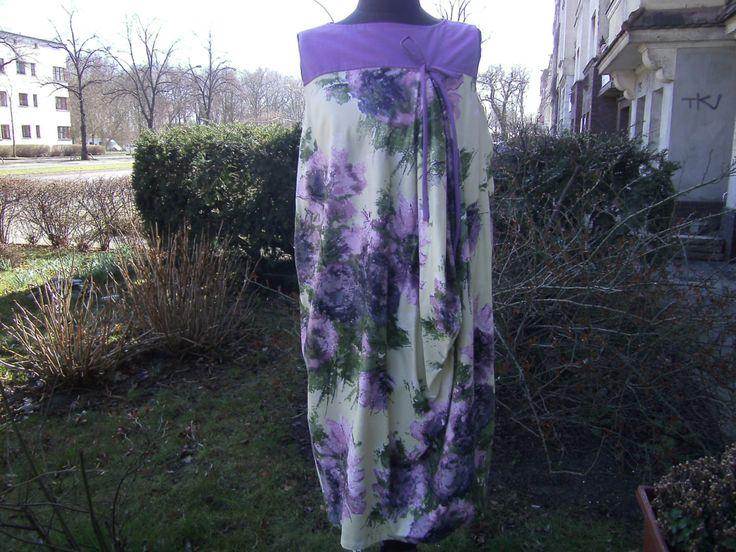 lila Blumenkleid - Kleid Boule Silhouette - Baumwollkleid - Kleid 50 th - handmade Kleid - Kleid Gr.40 42 - Kleid L von himmeldurchnadeloehr auf Etsy