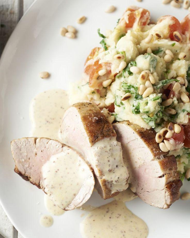Een zalig mals stukje varkensvlees met graanmosterdsaus en een mediterraans geïnspireerde stoemp met rucola en pijnboompitten. Genieten!