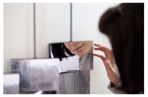 Specchio adesivo Decorkrome http://www.grafadhesive.it/rivestimenti-adesivi-decorkrome/pvc-adesivo-biadesivo/pvc-adesivi-a-specchio/