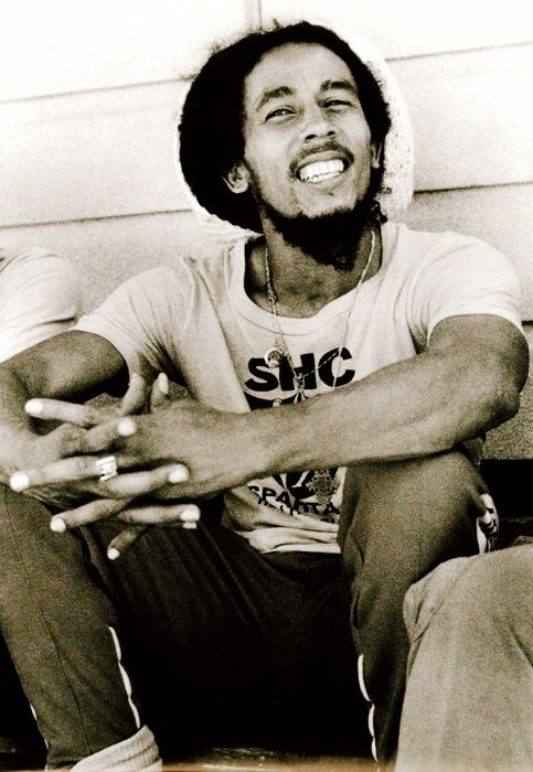 Bob Marley would have been one awesome person to meet:/ always stressed one word alot of ppl these days don't do: love❤️