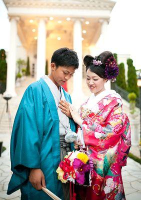 色で楽しむ和装。結婚式に着たい新郎の袴姿。ウェディング・ブライダルの参考に。