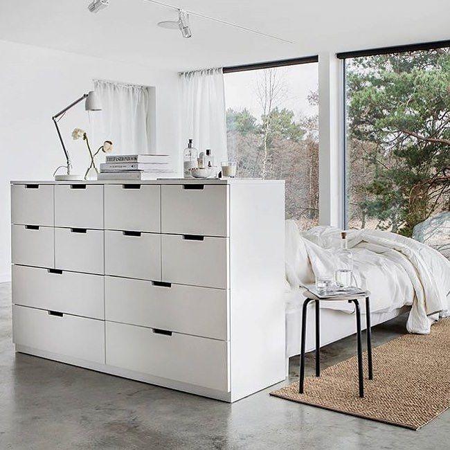 Fantastiskt fint sovrum och smart rumsavdelare hos @ikeasverige foto: @annamalmbergphoto #bedroom #bedroominspo #roomdivider #rumsavdelare #ikea #nordli by ramstedtanna