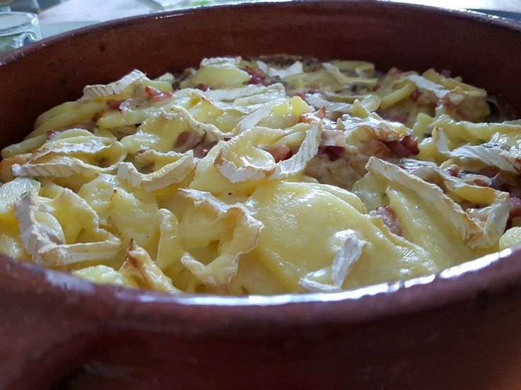 """Vorige week verscheen """"Slim zónder pakjes & zakjes"""" van Karin Luiten & daaruit maakte ik deze heerlijke tartiflette - niet met réblochon, maar met camembert"""